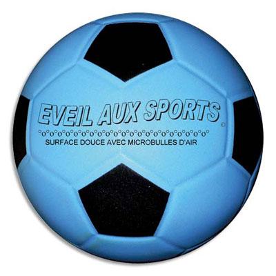 Ballon de foot First Loisirs - mousse de pvc - 15,5cm - 220g - éveil au sport - parfait pour apprendre (photo)