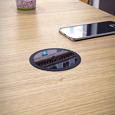 Chargeur sans fil VersaCharger - technologie QI - diamètre 88mm - noir (photo)
